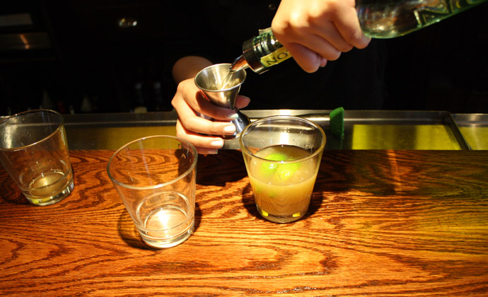 Be The Bartender: How to Make the Perfect Caipirinha 7 Simpl