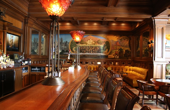 Take A Refined Bar Crawl At The Broadmoor In Colorado Spring