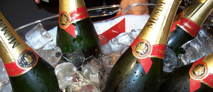 Champagne Dos and Don'ts for New Year's Eve